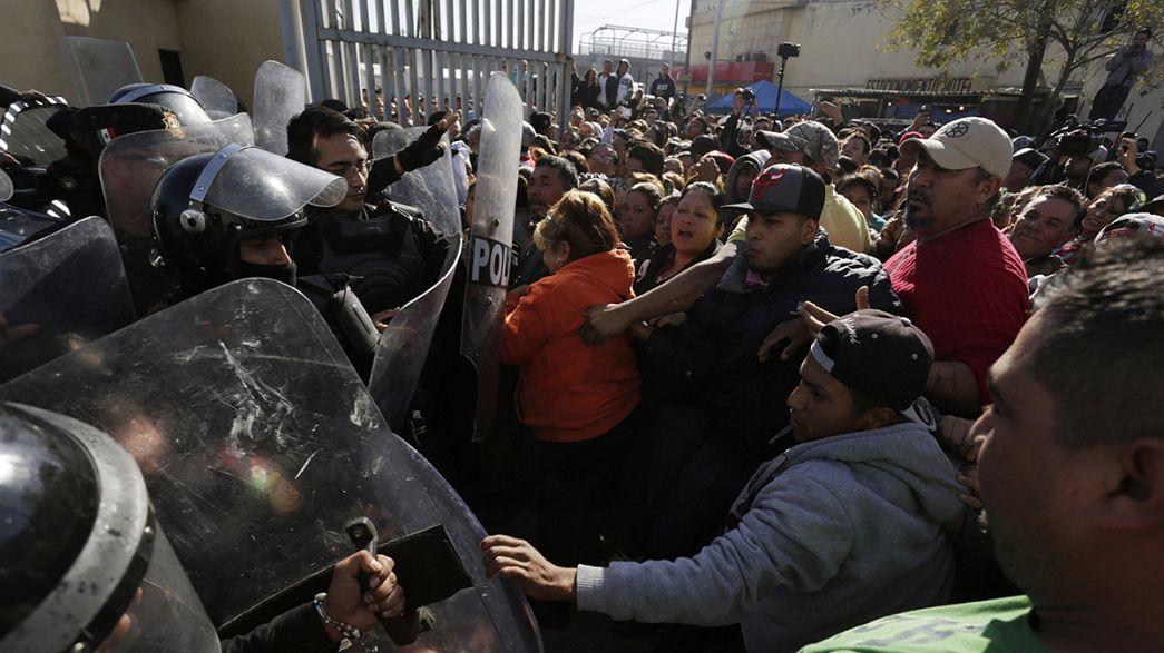 Familiares de presos en Monterrey se enfrentan a la policía para exigir información
