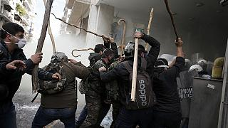 Agricultores griegos se enfrentan a la policía en Atenas en protesta por la reforma de las pensiones