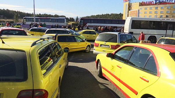 احتجاج جديد لسائقي سيارات الاجرة في مقدونيا والنمسا تدعو للاستعداد لوقف تدفق اللاجئين