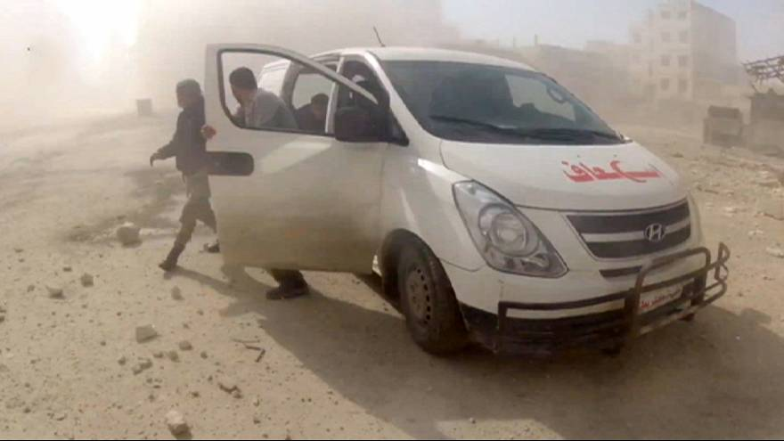 Halep'ten kaçan binlerce sivile sınırın Suriye tarafında insani yardım