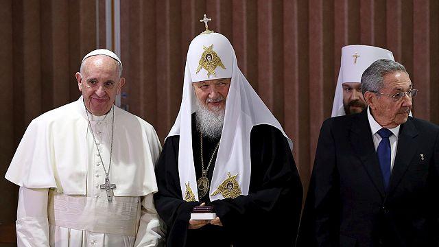 François et Kirill scellent la réconciliation entre chrétiens d'Orient et d'Occident