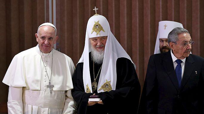 لقاء تاريخي بين البابا فرانسيس وبطريرك موسكو كيريل
