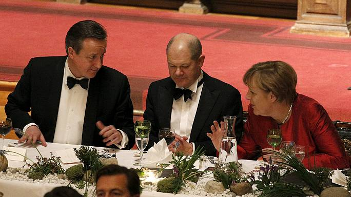 Cameron meets Merkel in last pre-summit referendum talks