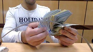 L'Egypte injecte 14 milliards de dollars dans les banques pour régler la pénurie de dollars