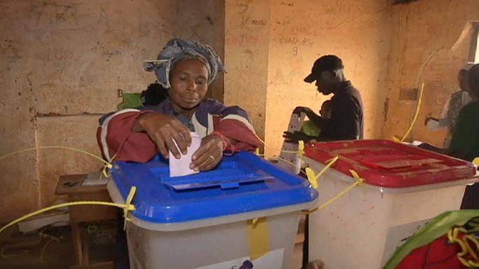 Orta Afrika Cumhuriyeti kaosun ortasında yeni liderini seçiyor