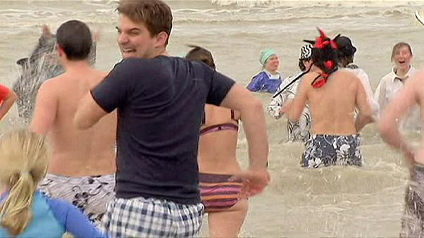 Belgian romantics take plunge in sea to celebrate Valentine's weekend