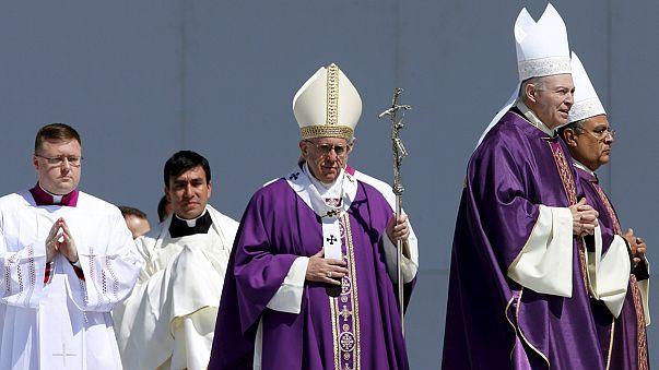Papst Franziskus beklagt in Mexiko den Reichtum der Eliten