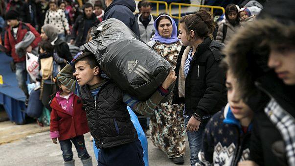 Países da Europa Central ajudam Macedónia a controlar fluxo de migrantes