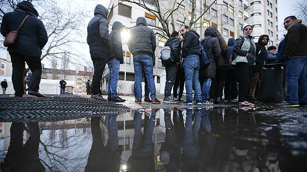 Streit um Mindestlohn für Flüchtlinge entbrannt