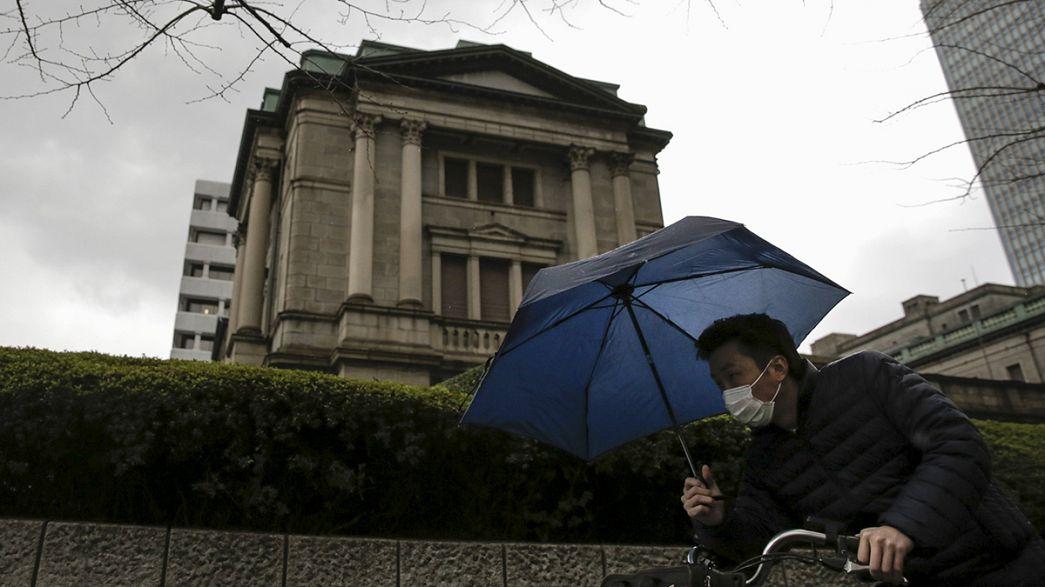 """Pil, il Giappone torna in rosso. """"Abenomics"""" in affanno"""