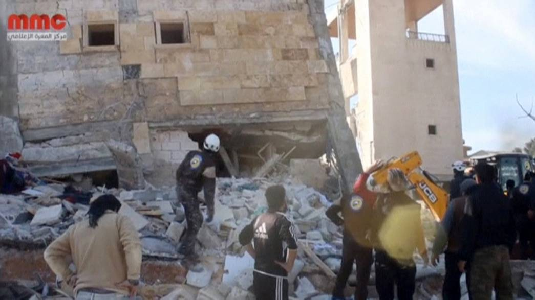 Syria hospital and school strikes kill 'up to 50' - UN