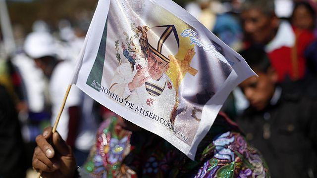 Papa Francis Maya yerlileri ile bir araya geldi