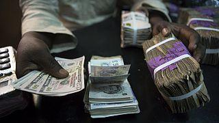 Nigeria : le naira tombe à 345 par rapport au dollar américain