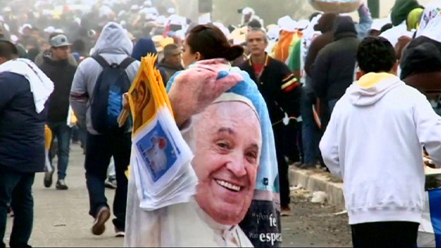 Papa Francis Meksika'nın fakir bölgesinde