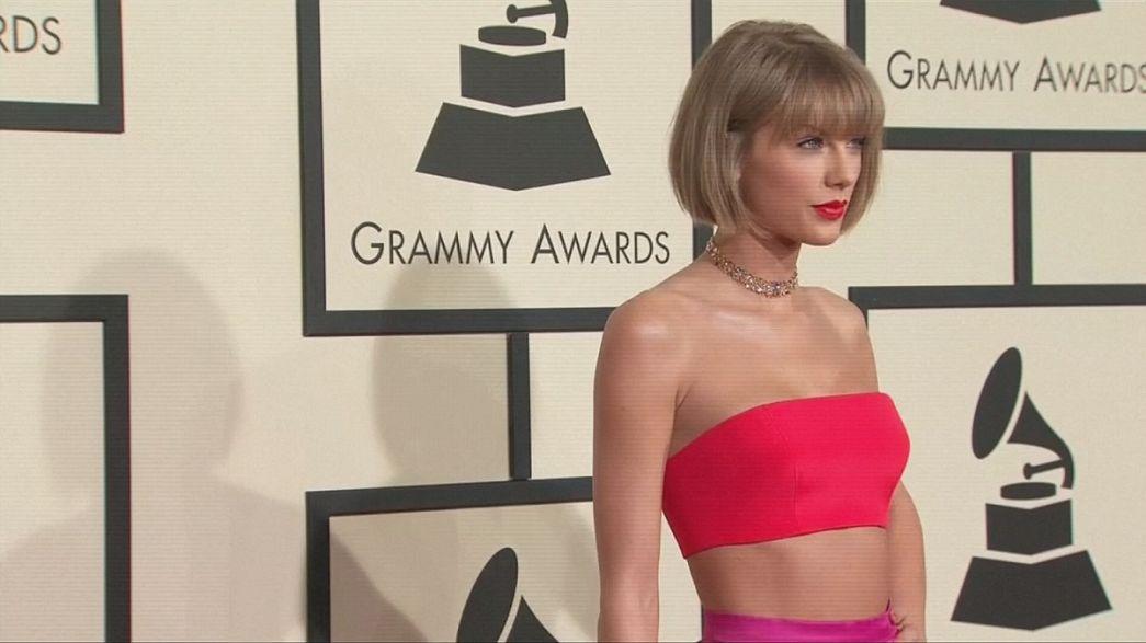 Másodszor nyerte el Taylor Swift az év albumért járó Grammy-díjat