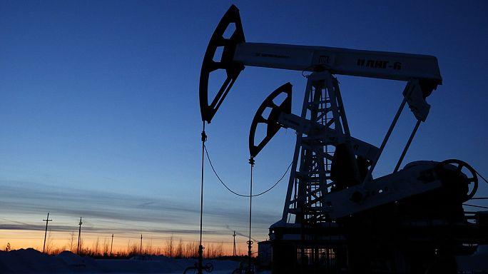 اتفاق يشمل السعودية وروسيا لتجميد انتاج النفط عند مستوى يناير-كانون الثاني