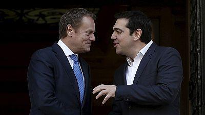 """Tusk ad Atene: """"Crisi dei rifugiati non si risolve con la Grecia fuori da Schengen"""""""