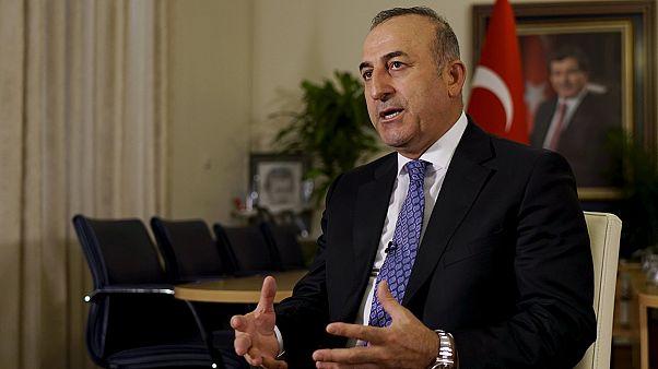 Turquía ataca posiciones kurdas en el norte de Siria, el alto el fuego se aleja