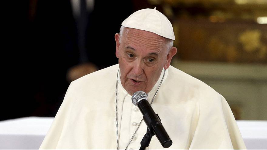 """El papa Francisco pide a los religiosos """"no resignarse ante las tentaciones"""" en Michoacán"""