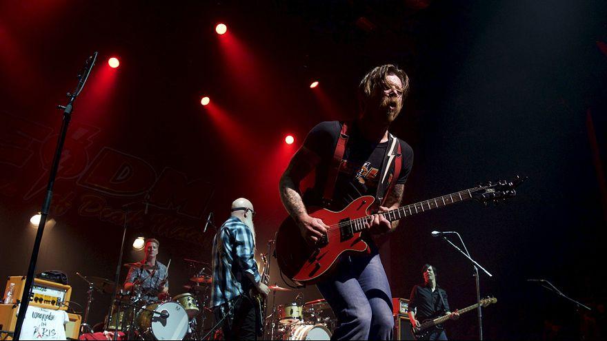 Eagles of Death Metal retoma en París el concierto interrumpido por los yihadistas el 13-N