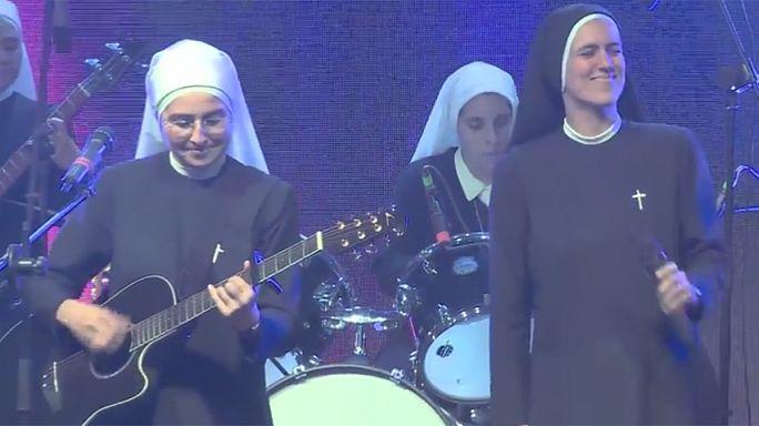 Mexique : des soeurs pop-rock pour la dernière messe du pape, ça bouge !