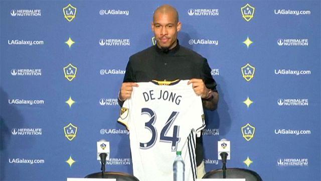 LA Galaxy son yıldızı Nigel de Jong'u tanıttı