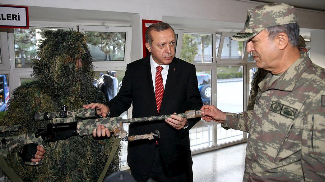 """Erdogan : """"pas question d'arrêter"""" les tirs sur les forces kurdes en Syrie"""
