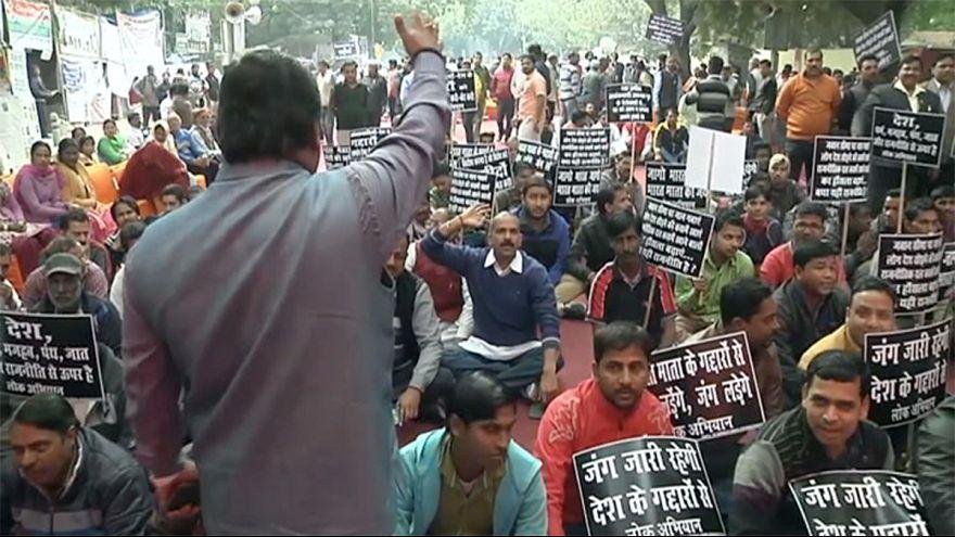 Egyre többen tüntetnek a kormány ellen Indiában