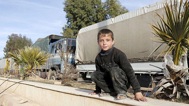 المساعدات الإنسانية والطبية تدخل إلى المدن المحاصرة في سورية برعاية الأمم المتحدة