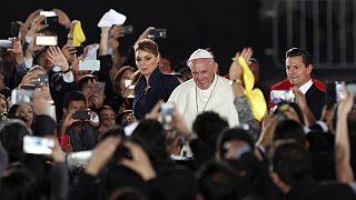 Papa Meksika-ABD sınırında göçmenler için dua etti