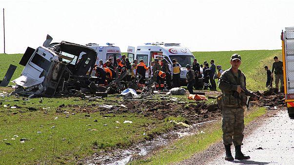 Újabb török katonai konvojt robbantottak
