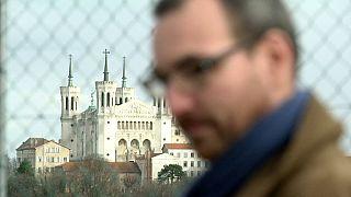 Egy pedofil francia pap áldozatai megtörték az évtizedes hallgatást