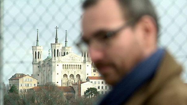 La croisade des victimes présumées d'un prêtre pédophile