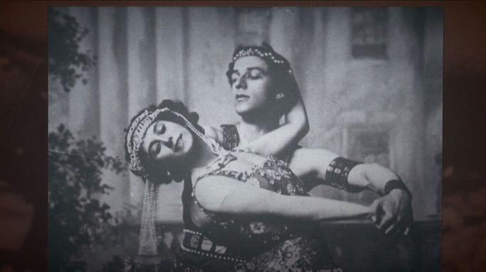 تكريم أسطورة البالية الروسي، آنا بافالوفا، في سوتشي