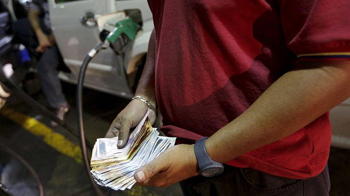 Venezula'da devalüasyon ve benzine 20 yıl sonra ilk zam