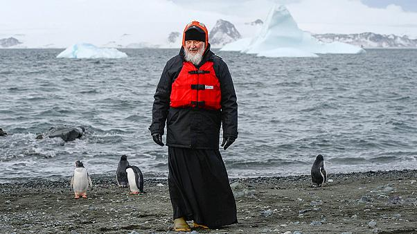 Patriarch Kyrill trifft Pinguine