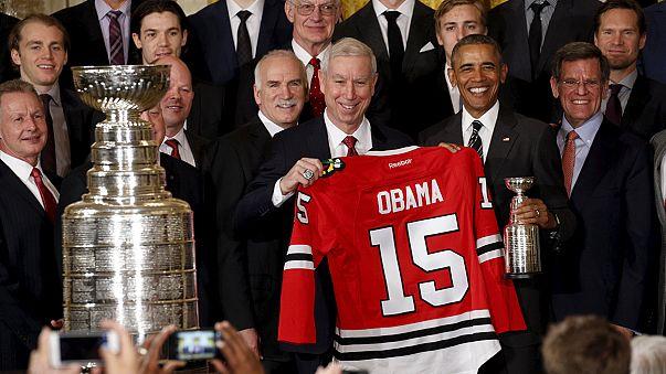 أوباما يستقبل فريق لي بلاكهوكس للهوكي على الجليد في البيت الأبيض