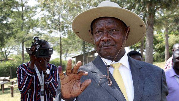 Uganda'da Yoweri Museveni dördüncü kez iktidarda