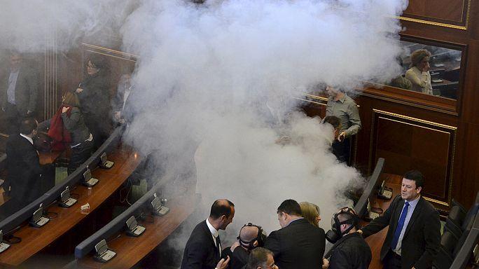 Könnygáz a koszovói parlamentben