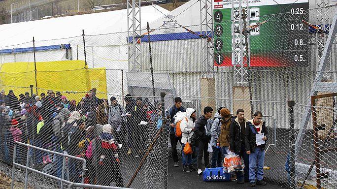 Avusturya mülteci geçişlerini kısıtlamaya devam edecek