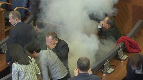 Косово: оппозиция начала год с газовой атаки