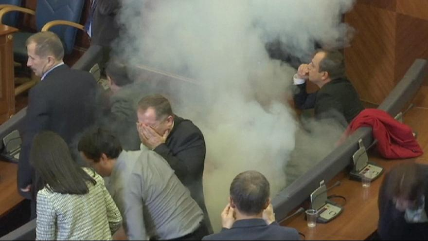 Kosovo: opposition set off tear gas in parliament