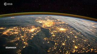 A brit űrhajós hazáját filmezi