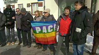 زنجیره انسانی در اعتراض به حصارکشی مرزی در اتریش