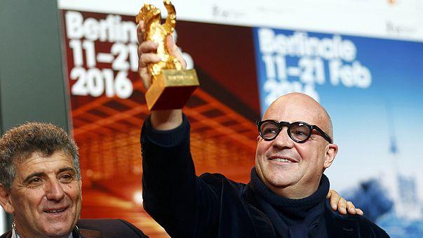 """""""نار في البحر"""" لجيانفرانكو روسي يفوز بجائزة الدب الذهبي في مهرجان برلين السينمائي"""
