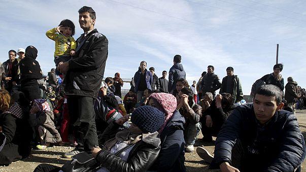 Afgan mültecilere geçiş izni yok