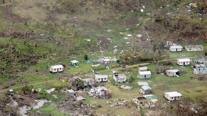 مقتل 17 شخصا على الأقل جراء اعصار عنيف ضرب جزر فيجي