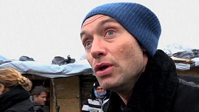 Jude Law fa appello a Cameron per i minori intrappolati nei campi migranti in Francia