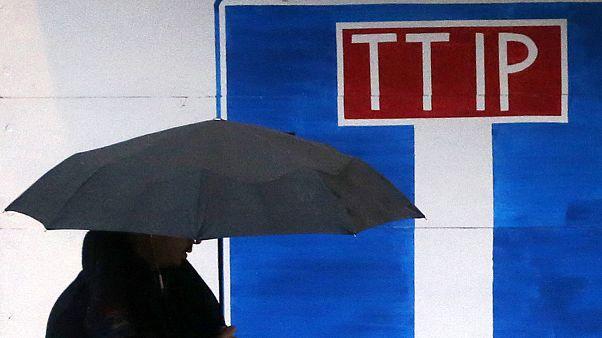 """Azione di protesta di Greenpeace contro il TTIP, """"un accordo a vicolo cieco"""""""