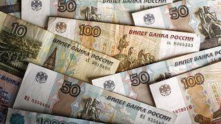 """Banca centrale russa: """"ridurre esposizioni in valuta estera"""""""